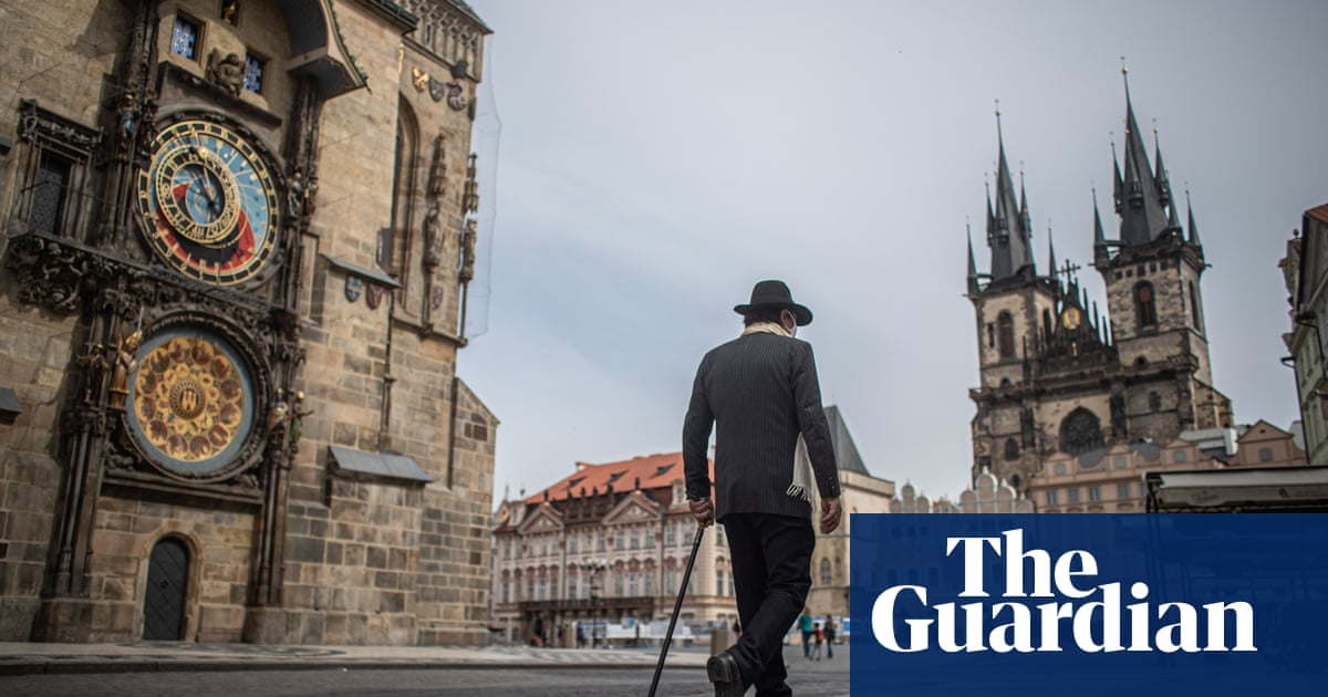 UK said to be studying Czech exit plan where shops now reopening